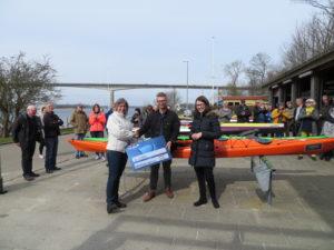 fra venstre: Kirsten Besendahl fra Sønderborg Kajak Klub, Mick Olsen og Line Faaborg Larsen fra Nordea i Sønderborg. <div class=