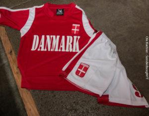 Tøjet til det danske MINI-landshold ligger klar.