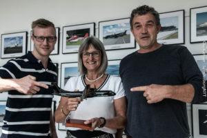 Jesper Kock, Lone Koch og Niels Isaksen sikrer heldige vindere flyveturen fra og til København.