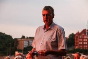 Borgmester Erik Lauritzen holder tale ved Alsion.