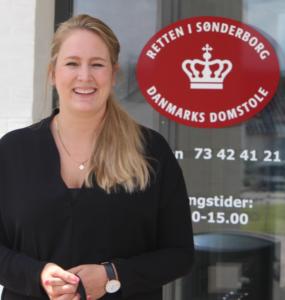 """Anklager Line Dam Pedersen: """"Politiet nu skulle i gang med at gennemgå materialer som politiet beslaglagde ved anholdelsen""""."""