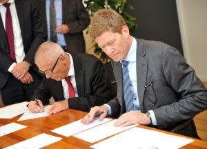 Aage Søndergaard Nielsen, CEO, Sondex (venstre) sammen med Niels B. <div class=