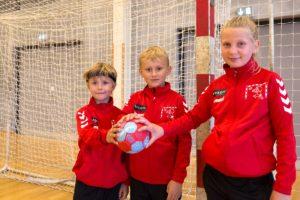 De unge spillere kan glæde sig over Broager Sparekasses støtte.