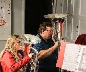 Signe og Stephan Høj kan spille sammen i brandværnsorkestret.